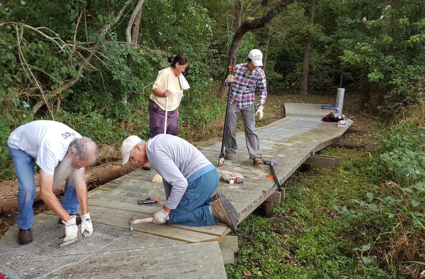 Cleanup Day at Columbus Audubon's Calamus Swamp